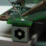 reparación-conector-carga soldado en placa
